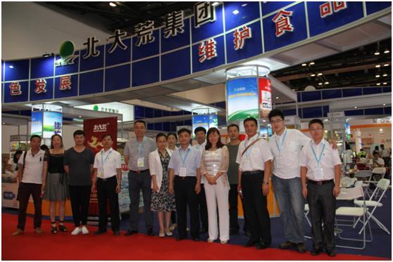 集团董事长林长华副总经理郭晓林与全部参展人员合影图片